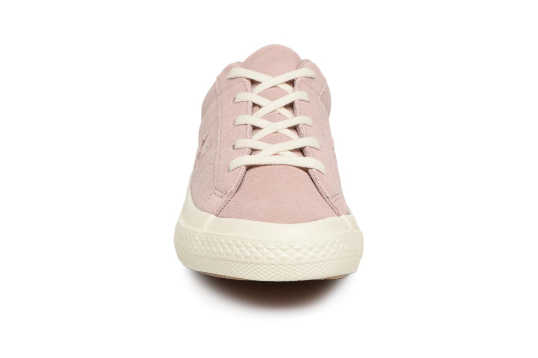 Baskets Converse One Star Suede + Precious Metallic Logo Ox Rose vue portées chaussures