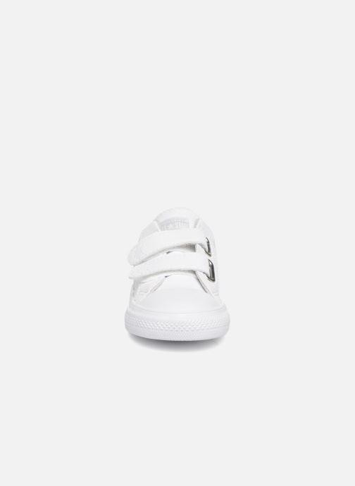 Sneakers Converse Star Player EV 2V LATAM Synthetic Ox Bianco modello indossato