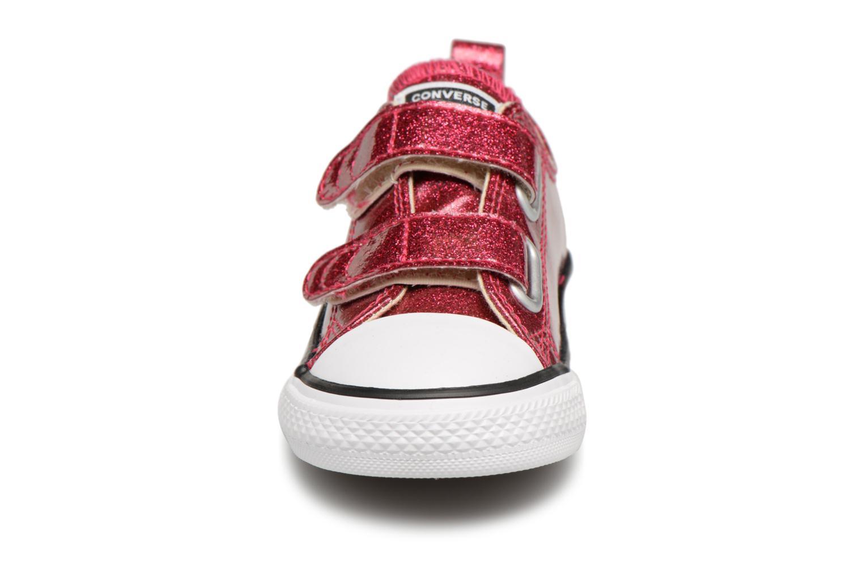 Baskets Converse Chuck Taylor All Star 2V Autumn Glitter Ox Bordeaux vue portées chaussures