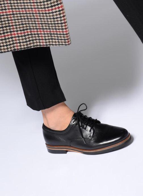 Snörade skor Clarks Frida Derby Svart bild från under