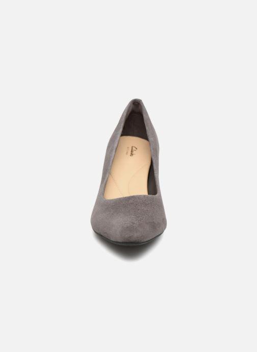 Escarpins Clarks Calla Rose Gris vue portées chaussures