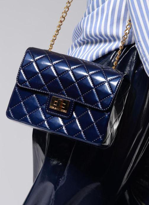 Sacs à main Designinverso Milano Glossy Bleu vue bas / vue portée sac