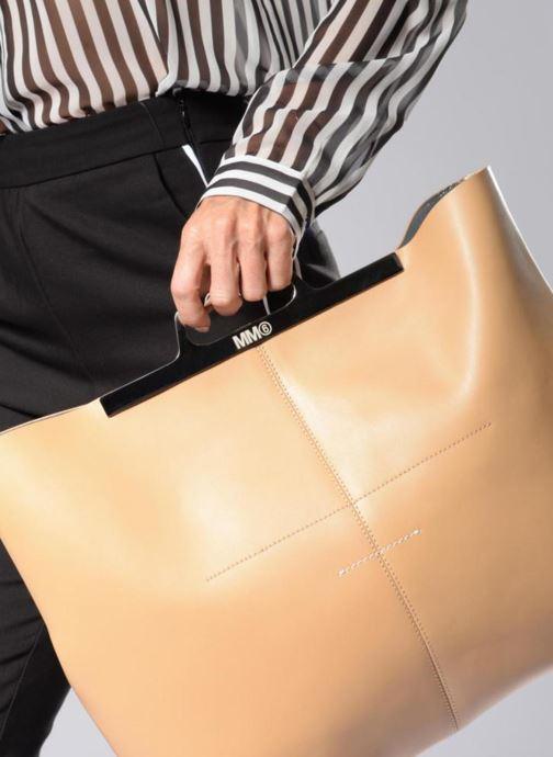 Handtaschen MM6 Martin Margiela S41WF0028 beige ansicht von unten / tasche getragen