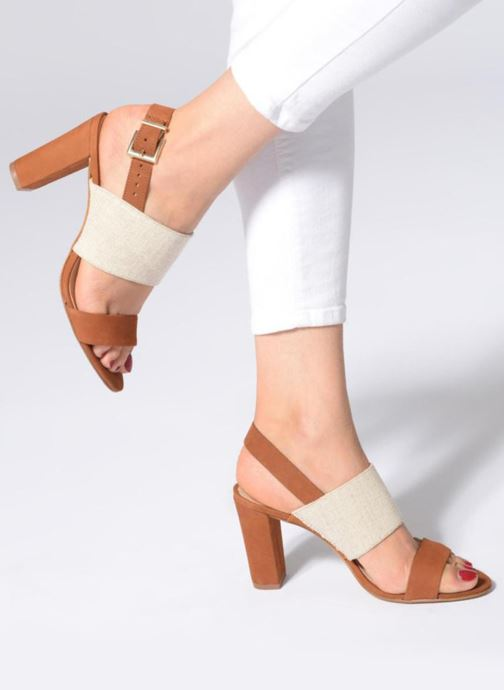 Sandales et nu-pieds COSMOPARIS Jidea Marron vue bas / vue portée sac