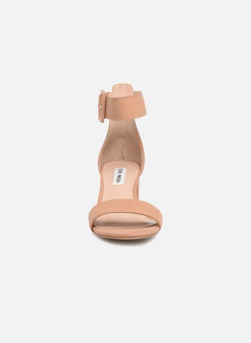 Sandales et nu-pieds Steve Madden Indigo mid heel sandal Beige vue portées chaussures
