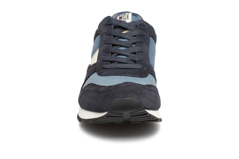 Baskets Tommy Hilfiger Sneakers FM0FM00815 Bleu vue portées chaussures