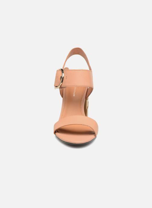 Sandales et nu-pieds Tommy Hilfiger Sandales à talon Silky Nude Beige vue portées chaussures