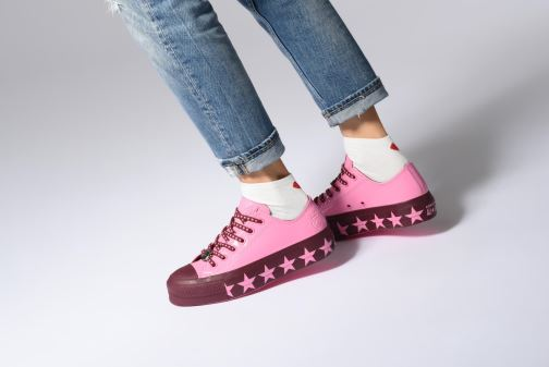 Trainers Converse Chuck Taylor All Star Lift Ox Miley Cyrus Pink view from underneath / model view