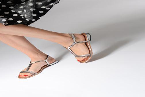 Sandales et nu-pieds Les Tropéziennes par M Belarbi Brune 2 Bleu vue bas / vue portée sac