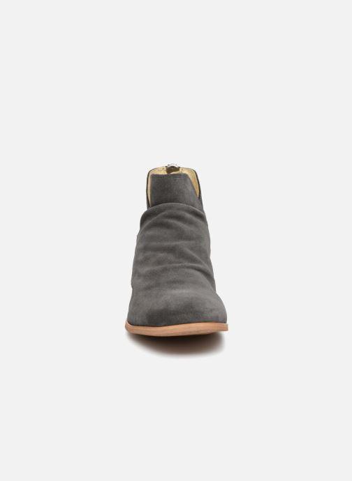 Botines  Shoe the bear Soho Gris vista del modelo