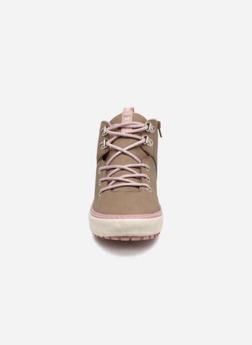 Sneakers Gioseppo Ashly Beige modello indossato