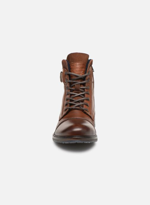Bottines et boots Mustang shoes Wilfried Marron vue portées chaussures
