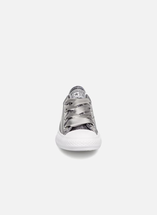 Baskets Converse Chuck Taylor All Star Big Eyelets Ox Party Dress Argent vue portées chaussures