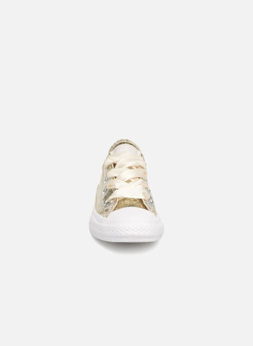 Baskets Converse Chuck Taylor All Star Big Eyelets Ox Party Dress Or et bronze vue portées chaussures