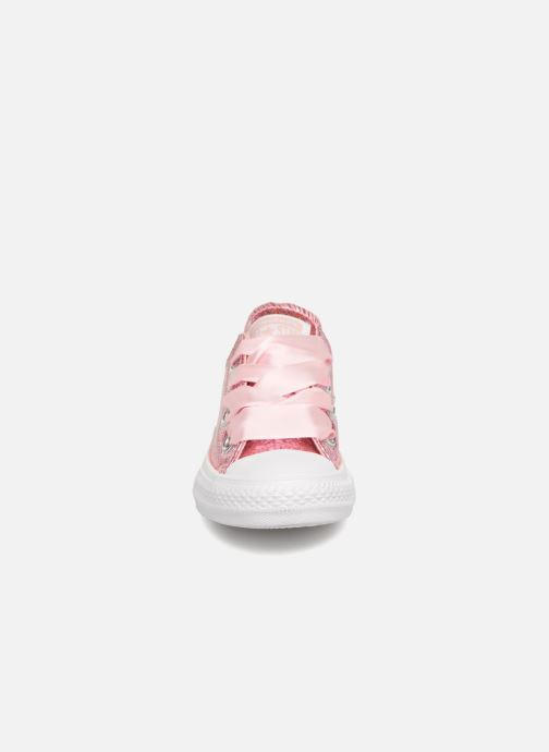 Baskets Converse Chuck Taylor All Star Big Eyelets Ox Party Dress Rose vue portées chaussures