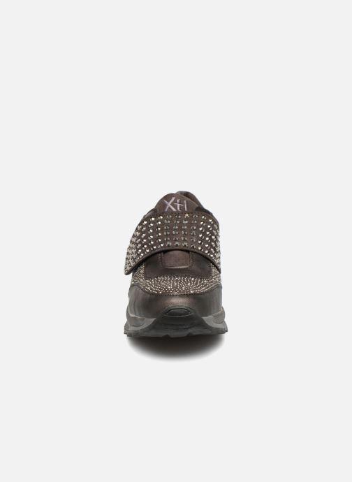 Sneakers Xti 47416 Grigio modello indossato