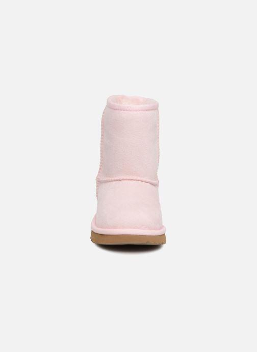 Stivali UGG Classic II T Rosa modello indossato