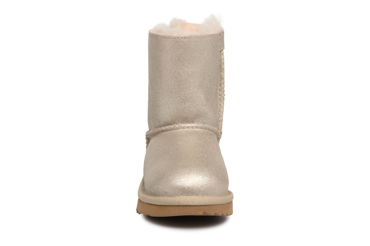 Bottes UGG Bailey bow II T Or et bronze vue portées chaussures