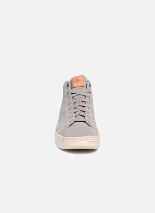 Baskets UGG Cali sneaker high Gris vue portées chaussures