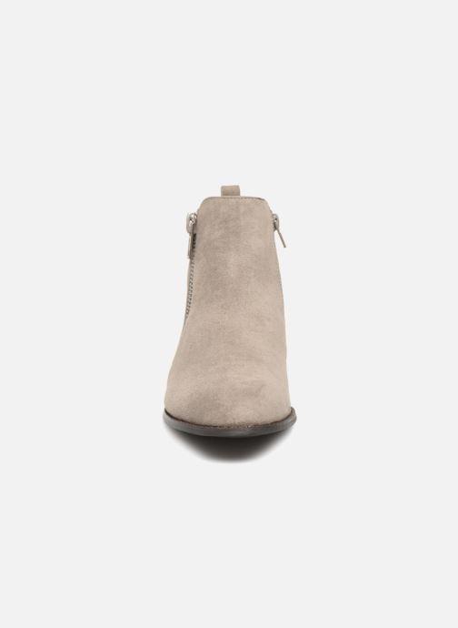 Bottines et boots Vanessa Wu DURY Gris vue portées chaussures