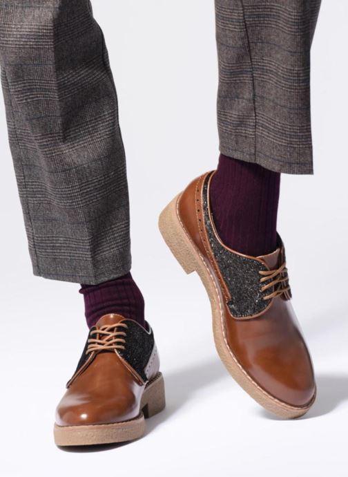 Chaussures à lacets Vanessa Wu NEREN Noir vue bas / vue portée sac