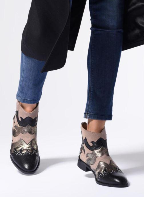 Bottines et boots Vanessa Wu SIONNY Noir vue bas / vue portée sac