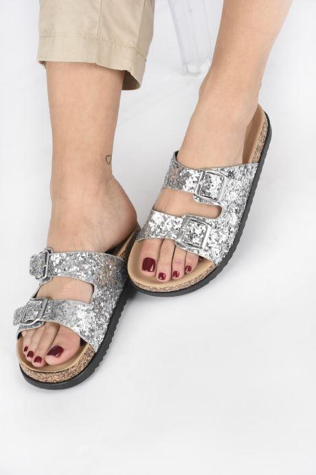 Clogs & Pantoletten I Love Shoes Therika silber ansicht von unten / tasche getragen