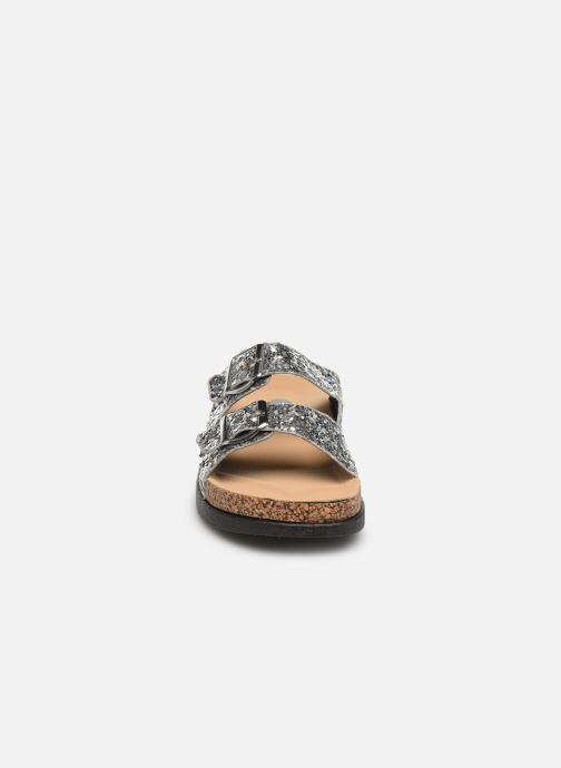 Zoccoli I Love Shoes Therika Argento modello indossato