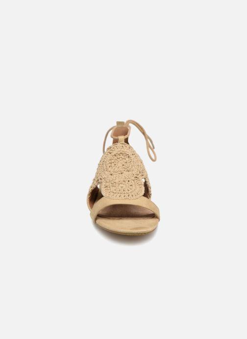 Sandales et nu-pieds Monoprix Femme Sandales texturées crochet Beige vue portées chaussures