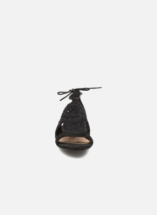 Sandales et nu-pieds Monoprix Femme Sandales texturées crochet Noir vue portées chaussures