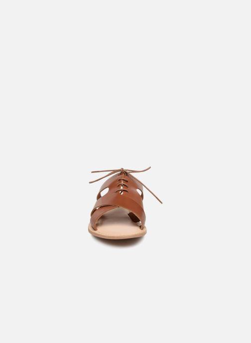 Mules et sabots Monoprix Femme Sandales à lacets en cuir Marron vue portées chaussures