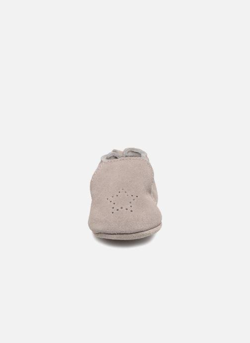 Hausschuhe Bout'Chou Chaussons grau schuhe getragen