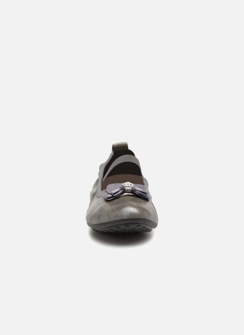 Ballerines Geox J Piuma BAL G J44B0G Gris vue portées chaussures