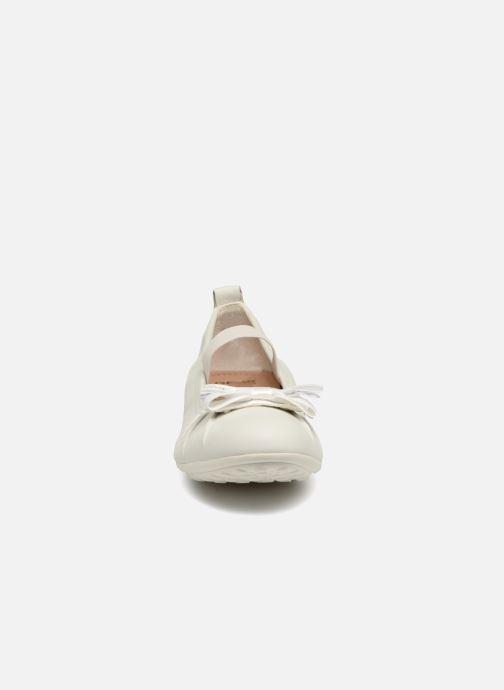 Ballerines Geox J Piuma BAL B J52B0B Blanc vue portées chaussures
