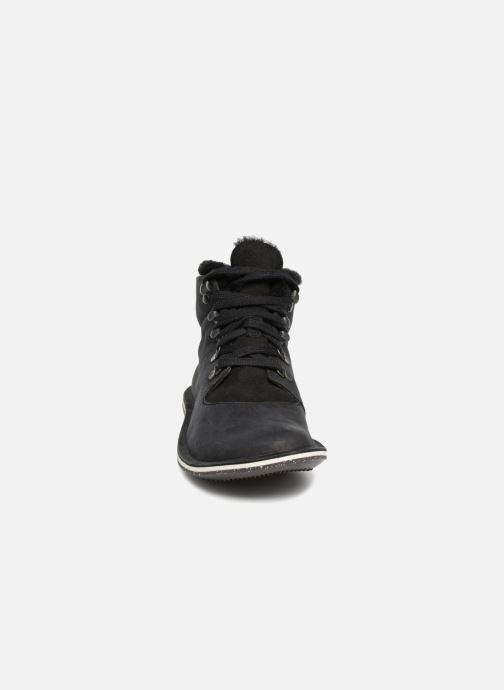 Sneakers Camper Beetle K400096 Nero modello indossato