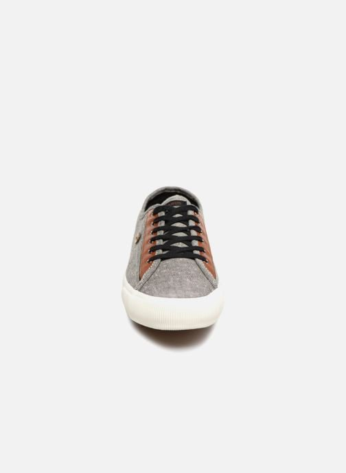 Sneakers Faguo Birch13 Nero modello indossato