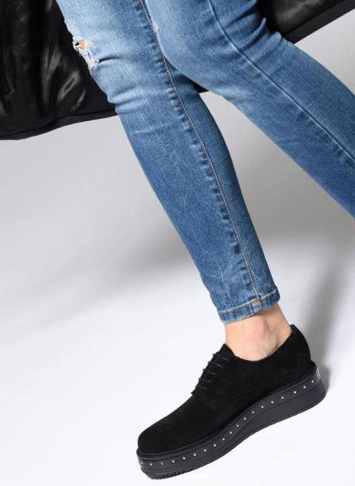 Schnürschuhe Elizabeth Stuart Urma 334 schwarz ansicht von unten / tasche getragen