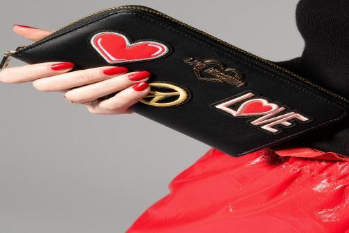 Petite Maroquinerie Love Moschino CIAO WALLET Noir vue bas / vue portée sac