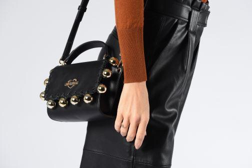 Handtaschen Love Moschino GOLDEN BALLS BAG schwarz ansicht von unten / tasche getragen
