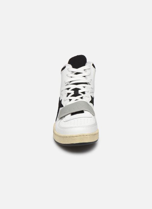 Sneakers Diadora Mi Basket Used Bianco modello indossato