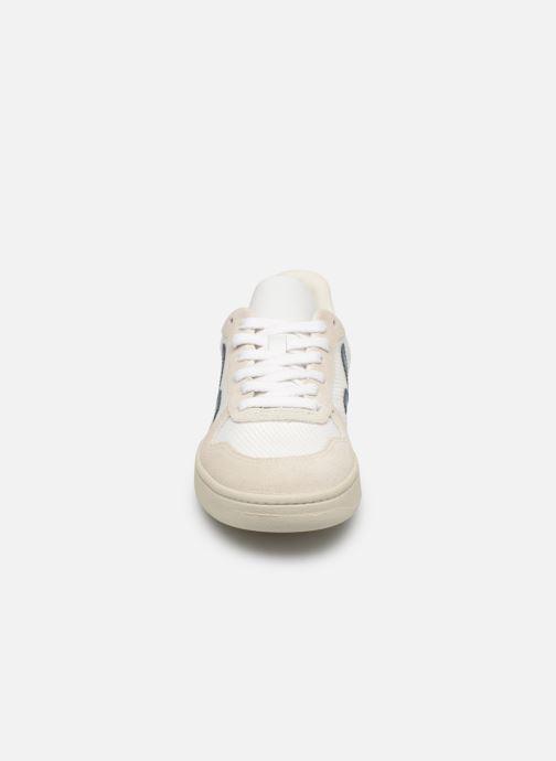 Sneaker Veja V-10 Wn weiß schuhe getragen