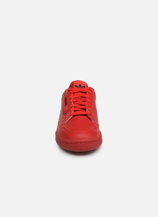 Baskets adidas originals Continental 80 W Rouge vue portées chaussures