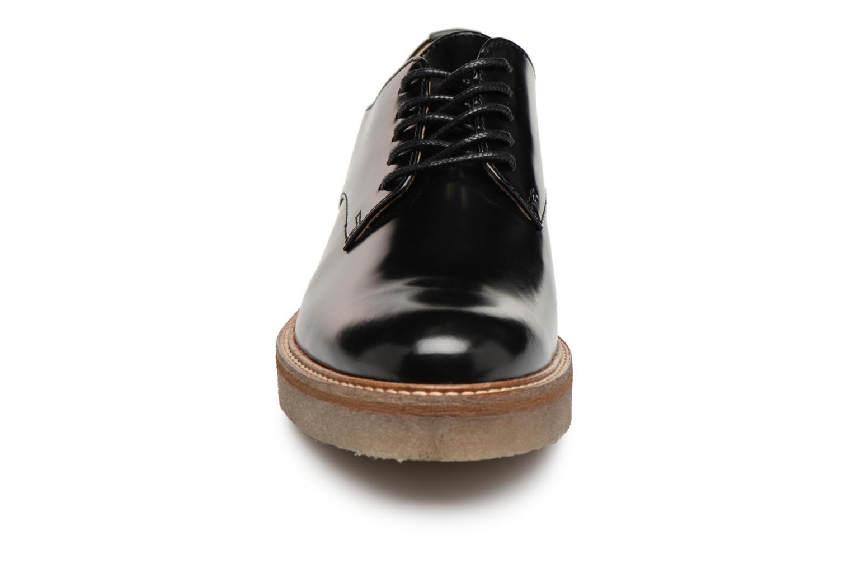 Snörade skor Kickers OXFORK Svart bild av skorna på