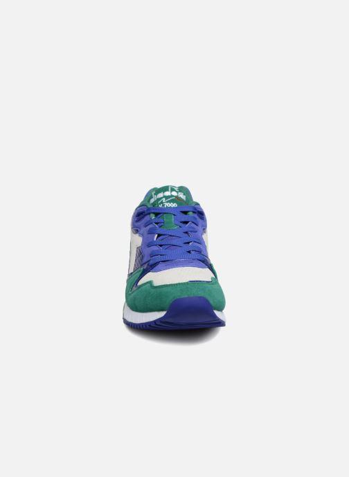 Baskets Diadora V7000 Premium Vert vue portées chaussures