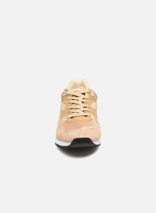 Baskets Diadora V7000 Italia Beige vue portées chaussures