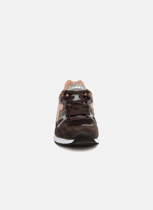 Baskets Diadora V7000 Italia Marron vue portées chaussures