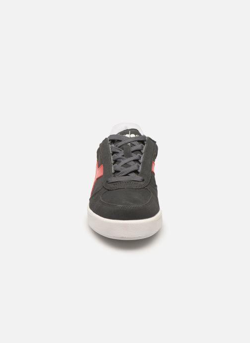 Baskets Diadora B.Elite Suede W Gris vue portées chaussures