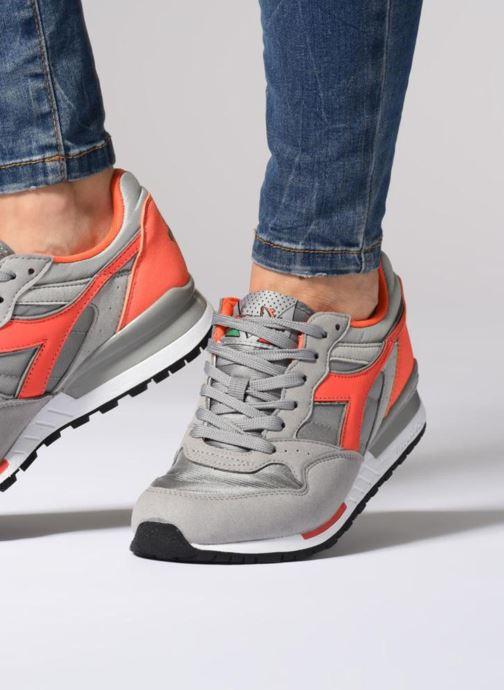Sneaker Diadora Intrepid nyl W grau ansicht von unten / tasche getragen