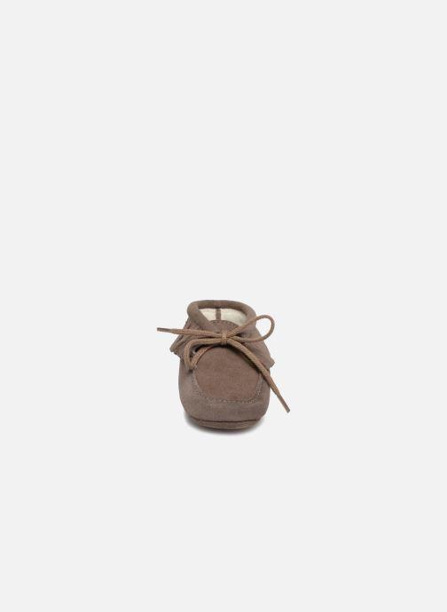 Hausschuhe Bout'Chou Chaussures à franges braun schuhe getragen