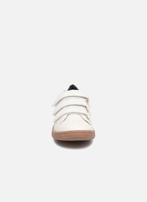 Baskets Monoprix Kids Baskets basses à scratch Blanc vue portées chaussures